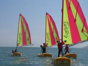 Fun boat - enfant debout -640